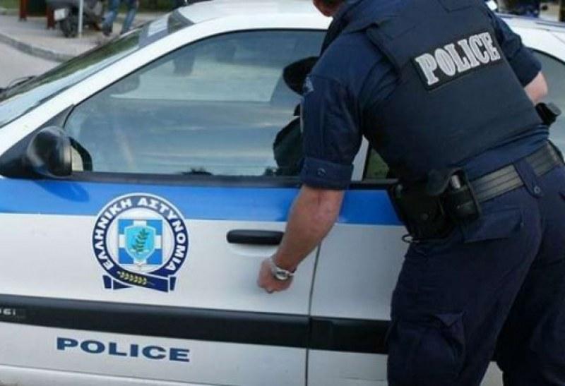 Гръцката полиция задържа българска кола с 20 нелегални мигранти до Кавала