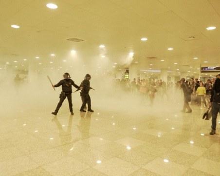 Сблъсъци избухнаха на летището в Барселона, 10 души са ранени