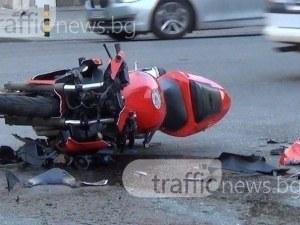 Мотористът и приятелката му са пострадали при тежката катастрофа на пътя за Бачково