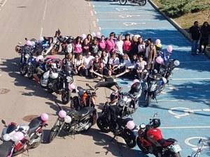 Жени мотористи с трогателен жест в подкрепа на борбата с рак на гърдата