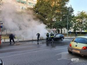 Кола се запали в движение в центъра на Пловдив
