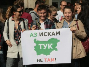 Млади лекари отново на протест под прозорците на министър Ананиев