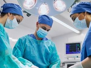 Революционно: Направиха първата в света гръбначна трансплантация