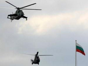 Военни вертолети и самолети прелитат над центъра на Пловдив