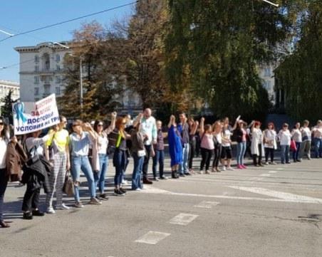 Медицински сестри окупираха здравното министерство
