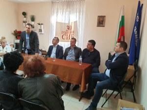 """Граждани с увреждания от """"Южен"""" поискаха от Костадин Язов по-евтин градски транспорт и достъпна среда в блоковете си"""