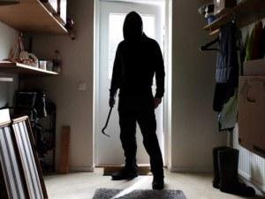 Крадец влезе в роля на полицай, нападна и ограби пловдивчанка