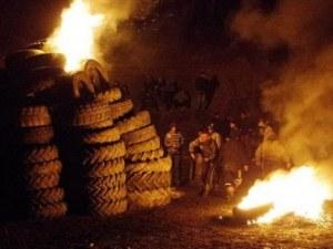 Строг контрол върху горенето на гуми, дограми, текстилни отпадъци