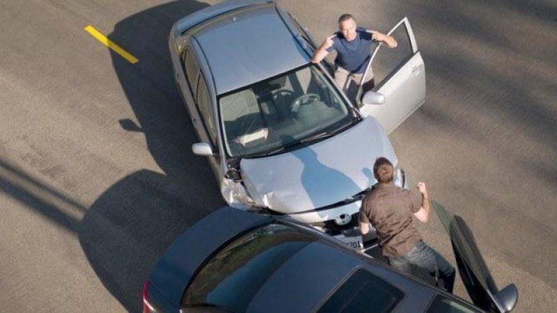 Бой заради засичане в пловдивската Тракия! Двама 18-годишни скочиха на шофьор