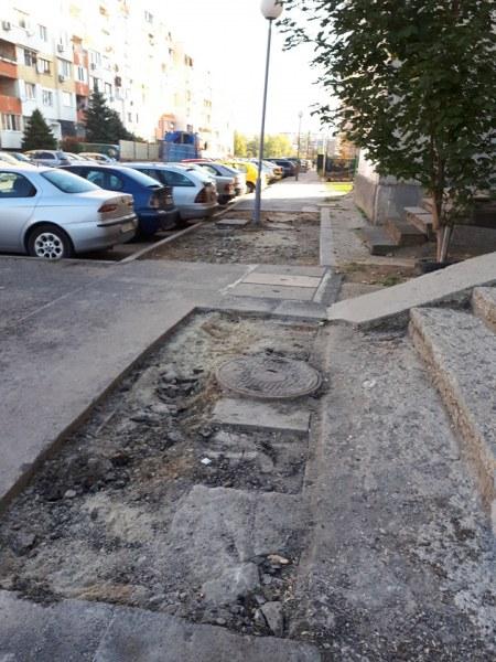 Пълен абсурд! Нарязан тротоар вече десети ден спъва жителите на