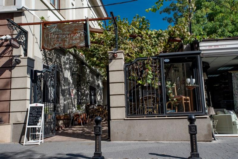 Пловдивски ресторант възражда ритуала по пиене на крафт ракия с мезе