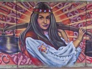 Фолклорен подлез събира пано на Енчо Пиронков с графити на Цветан Узунов в Пловдив