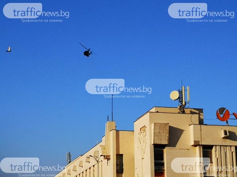 Военни самолети кръжат в небето над Пловдив, парашутистите - с атрактивна демонстрация