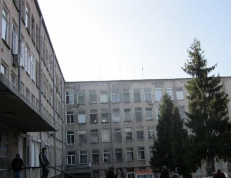 Проверяват болницата в Павликени заради забравената в скенера жена