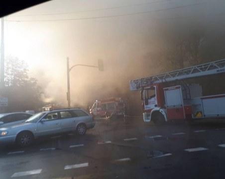 Гори култово заведение в София, камина подпали меката на чалгата