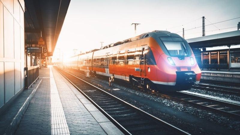 Мъж застана пред влак заради закъснялата си съпруга