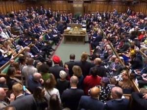 Съдбовен ден за Великобритания: Парламентът се събира заради Брекзит