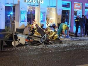 Автомобил се вряза в група хора, петима са ранени