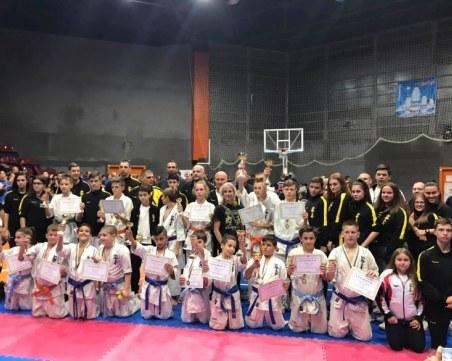 Малките каратеки на Тракия с 16 медала от Националната купа