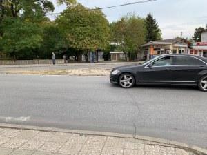 Коматево на нокти! Със 100 км/ч фучат колите през квартала! Хората искат легнали полицаи