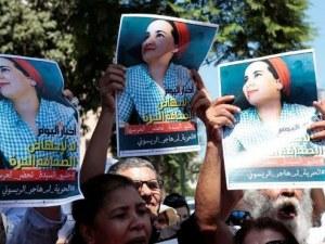 Кралят на Мароко помилва журналистка, осъдена за секс и аборт преди брака