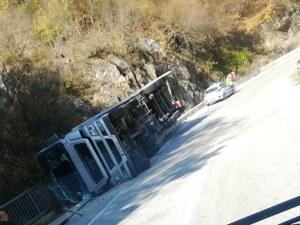 Тир се обърна на пътя Смолян-Асеновград