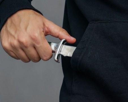 Баща намушка с нож 7-годишното си дете
