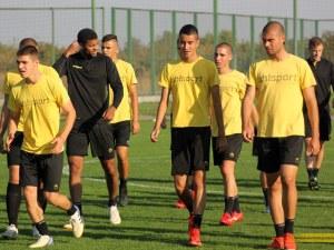 11 юноши на Ботев тренираха с мъжкия отбор