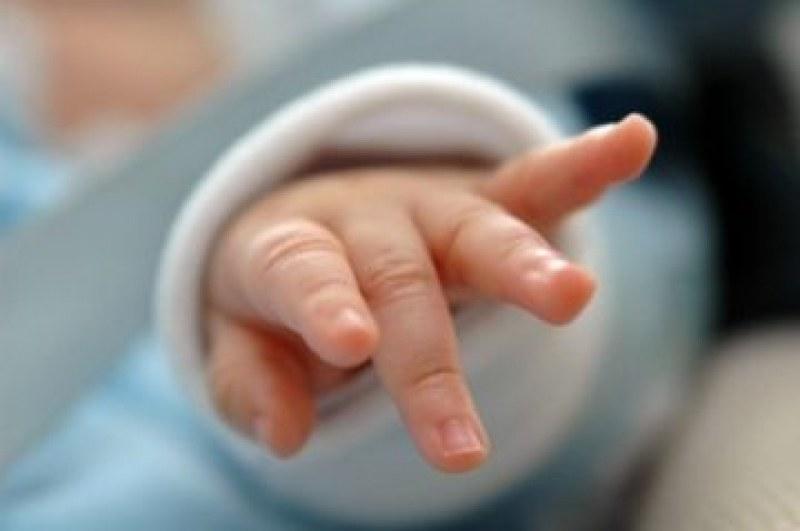 Бебе се роди без лице, отстраниха гинеколога