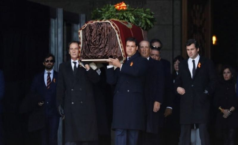 Ексхумираха тялото на испанския диктатор Франко