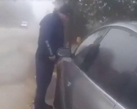 Катаджия към шофьор: Слагам ти прангите и започва порното