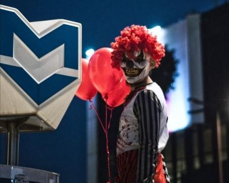 Ужасяващ клоун плаши столичани в метрото