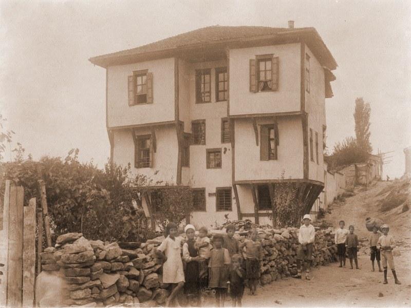 Преди и сега: Къща Ламартин – от богатия живот на търговеца Мавриди до разрухата на съвремието
