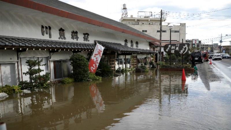 10 жертви взеха наводненията в Япония