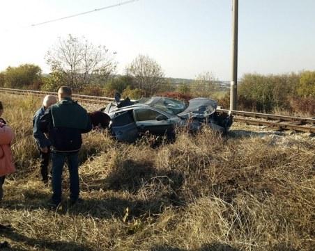 Влак отнесе кола на жп прелез край Разград