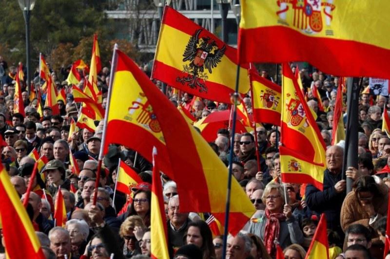 Хиляди крайнодесни излязоха на протест в Мадрид