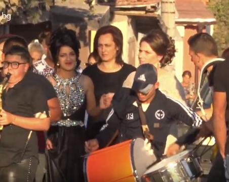 Сватба засенчи изборите в  столичното гето Факултета