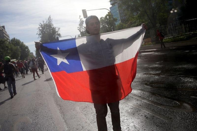 Президентът на Чили уволни правителството