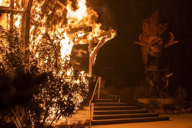 200 000 души са евакуирани в Калифорния, няма данни за пострадали българи