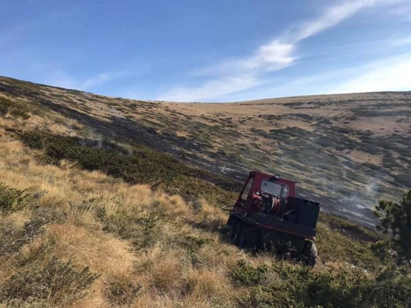 Борят трети ден пожари в Рила и Стара планина с един хеликоптер