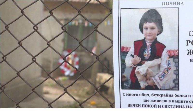 След смъртта на 9-годишния Стефан: И другите деца от семейството вече са в болница
