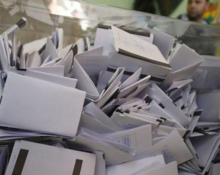 Сигнал за нарушение в Сандански: Снимат бюлетината с телефон