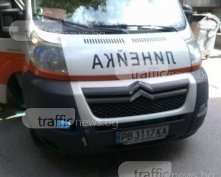 Тролей се блъсна в стълб в София, трима пострадаха