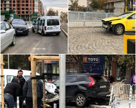 Забързани да гласуват софиянци се нанизаха във верижна катастрофа