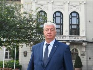 Здравко Димитров с първи брифинг като кмет, взима ключовете за Общината от Тотев след седмица