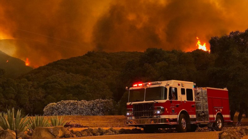 Тръмп се закани да спре парите за гасенето на пожарите в Калифорния