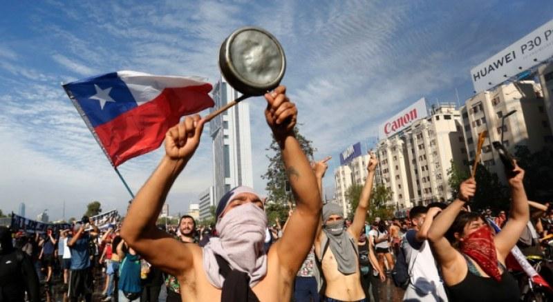 Чилийският президент няма да подаде оставка въпреки невижданите протести