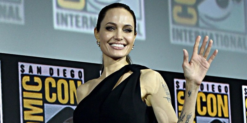 Евакуираха Анджелина Джоли заради бомба на снимачна площадка на Канарските острови