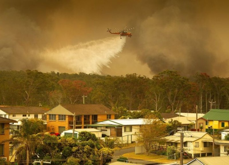 Двама души загинаха при пожарите в Австралия, а над 30 са ранени