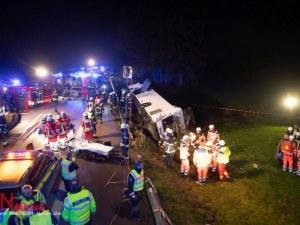 Туристически автобус се преобърна в Германия, над 30 души пострадаха